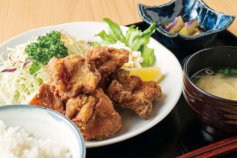 唐揚げ定食や中華そばなどが500円!堀之内のミッドガーデンに食堂オープン