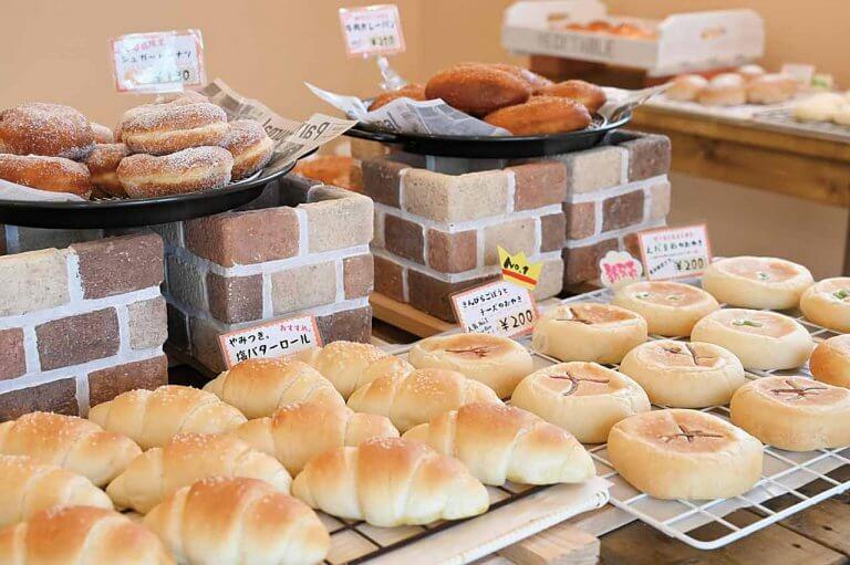 Peek-a-Boo 小千谷店(ピーカブー)/国産小麦100%の無添加パンが常時20種 魚沼市のベーカリー「Peek-a-Boo」が小千谷市に2号店
