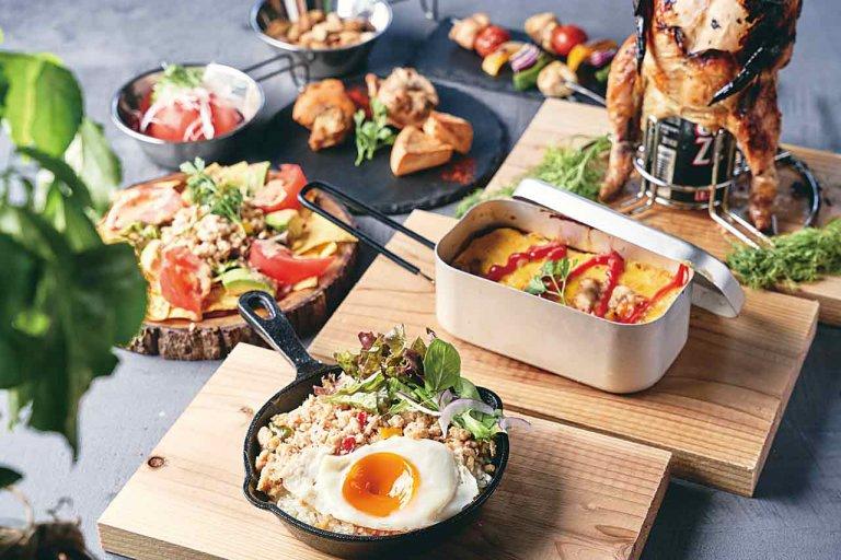 チキンの丸焼きにスキレット料理も キャンプ気分を味わえるアウトドア料理店が新潟市西区にのメイン画像