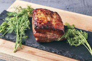 チキンの丸焼きにスキレット料理も キャンプ気分を味わえるアウトドア料理店が新潟市西区にの画像2