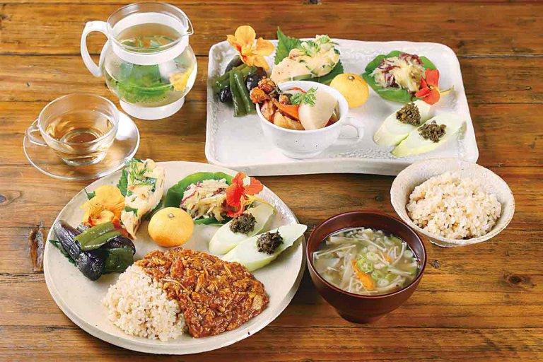 ひかり食堂/農家レストランが胎内に誕生 自慢の玄米を使った薬膳キーマカレーなど体に優しいランチを提供