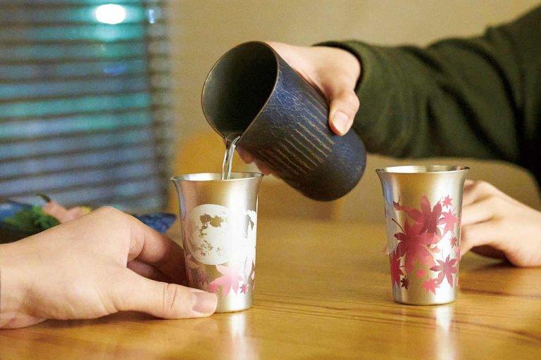 メイド・イン・燕の技術が光る 温度で色づく 「まどろむ酒器」が話題にの画像2