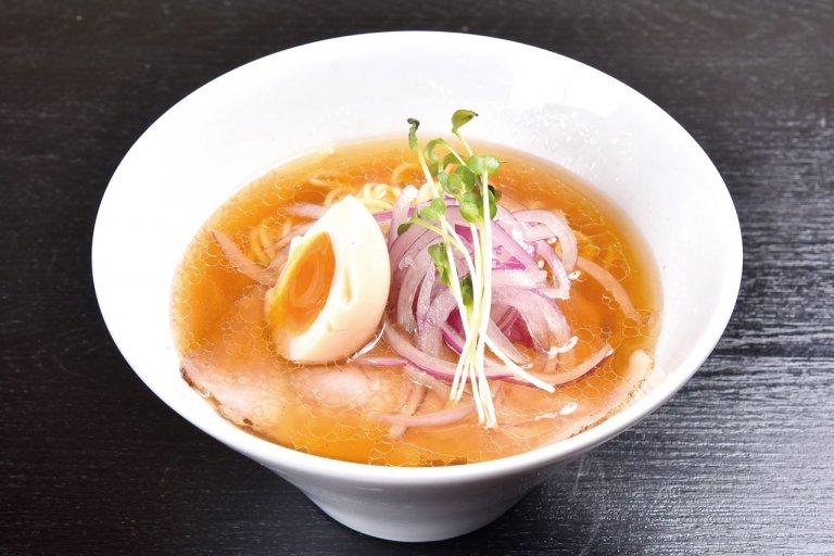 濃厚白湯と和だしのバランスが絶妙な一杯。「鶏そば 縁道」の鶏そば食べてきたの画像7