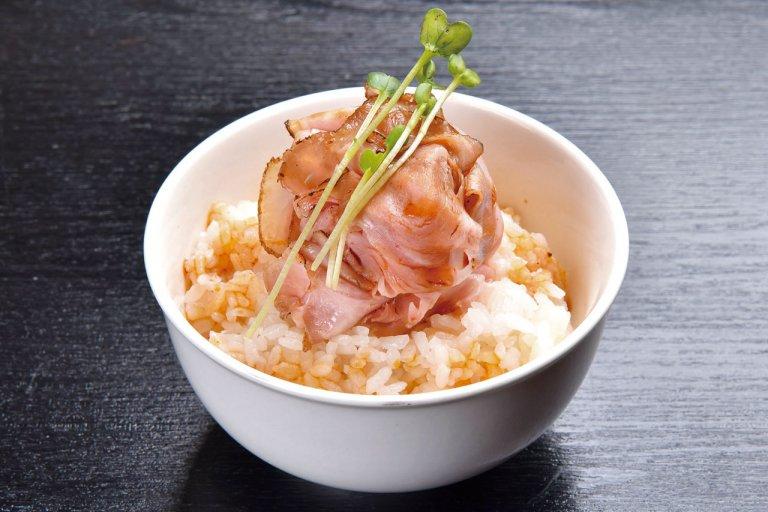 濃厚白湯と和だしのバランスが絶妙な一杯。「鶏そば 縁道」の鶏そば食べてきたの画像9