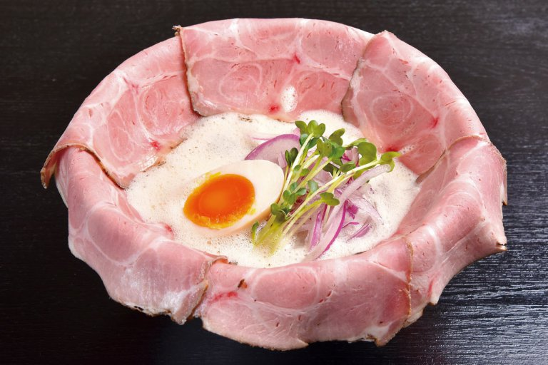 濃厚白湯と和だしのバランスが絶妙な一杯。「鶏そば 縁道」の鶏そば食べてきたの画像8