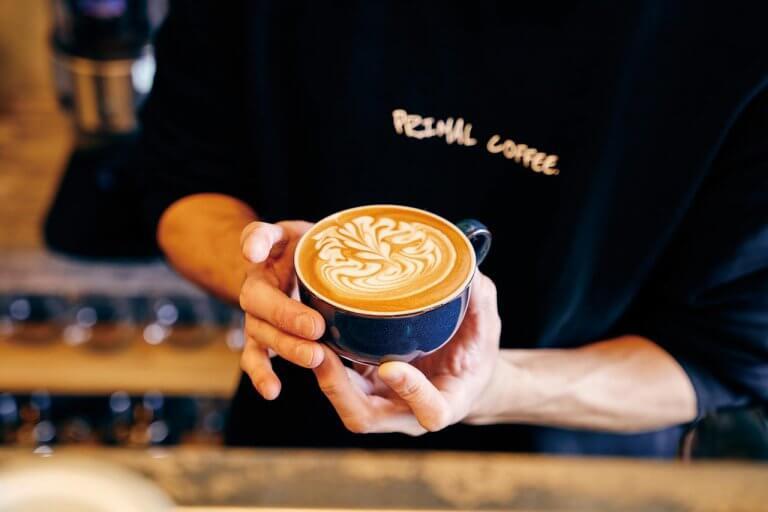 東新潟駅そばに実力派オーナーのコーヒースタンドが誕生「PRIMAL COFFEE.(プライマルコーヒー)」プリンやアフォガードなどスイーツメニューも