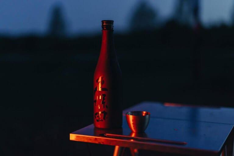 朝日酒造×スノーピークがコラボ! アウトドアで楽しむ日本酒「久保田 雪峰(せっぽう)」販売開始 ミズベリング内の期間限定バーでも販売予定