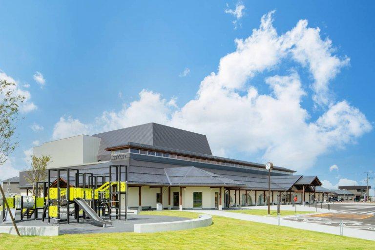 五泉市に注目の複合施設「ラポルテ五泉」10/2(土)オープン!産直ショップや子どもの遊び場も