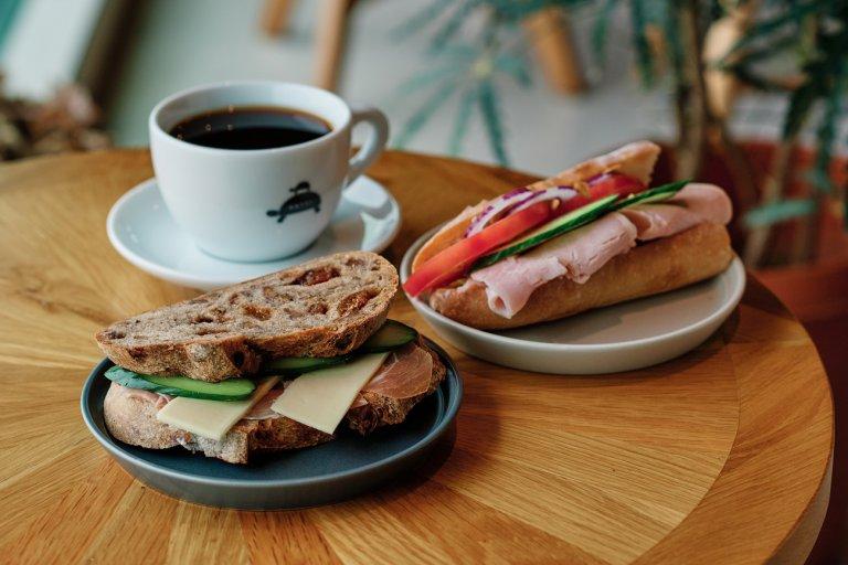 パンとコーヒーの香りに包まれた「KKVEL(クベル)」で、癒やしのひとときを。